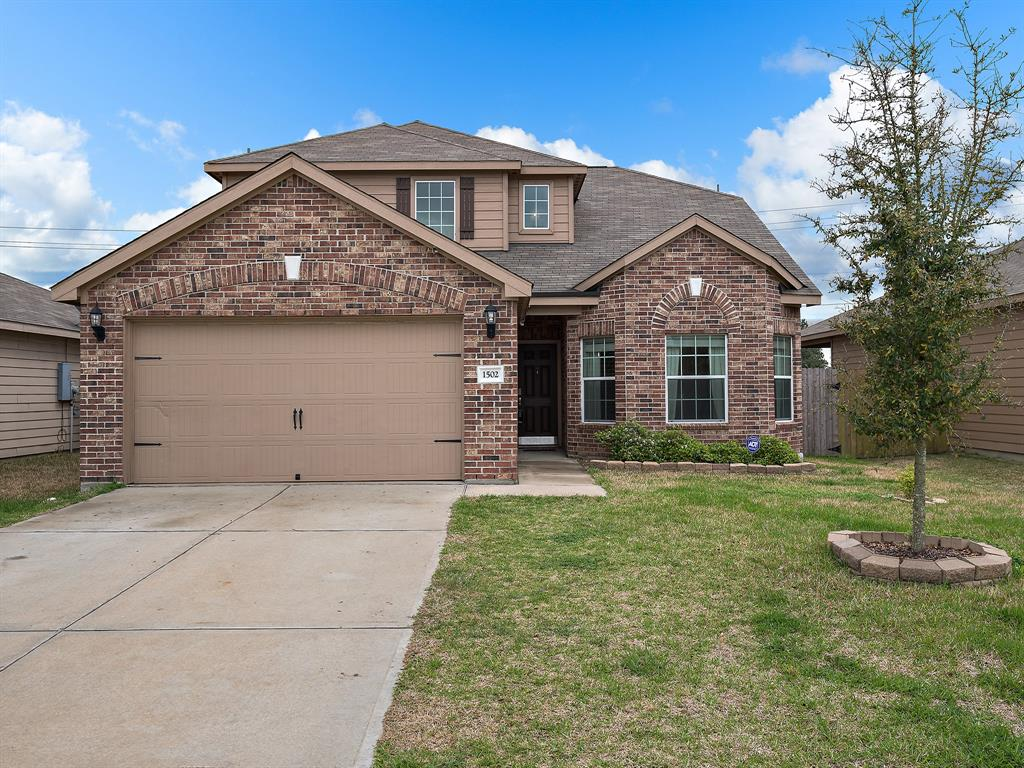Photo of home for sale at 1502 Rose Meadow Boulevard, Baytown TX