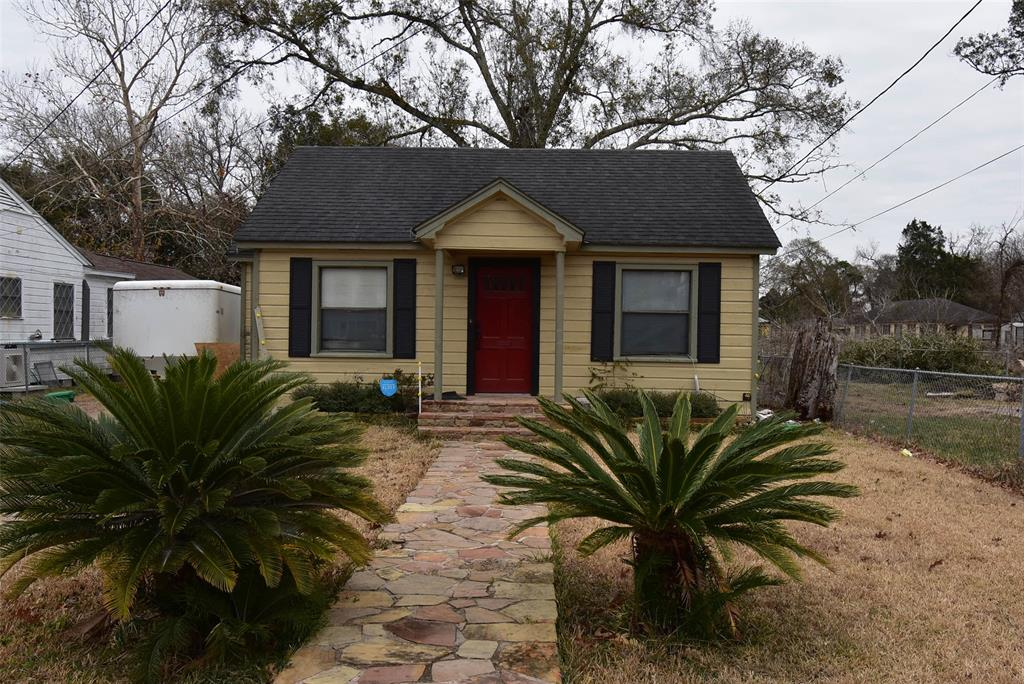 Photo of home for sale at 1215 Avenue H, Bay City TX