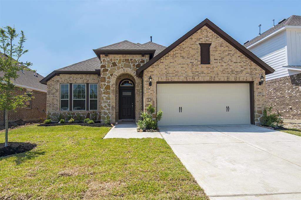 Photo of home for sale at 435 Beach Rose, Crosby TX