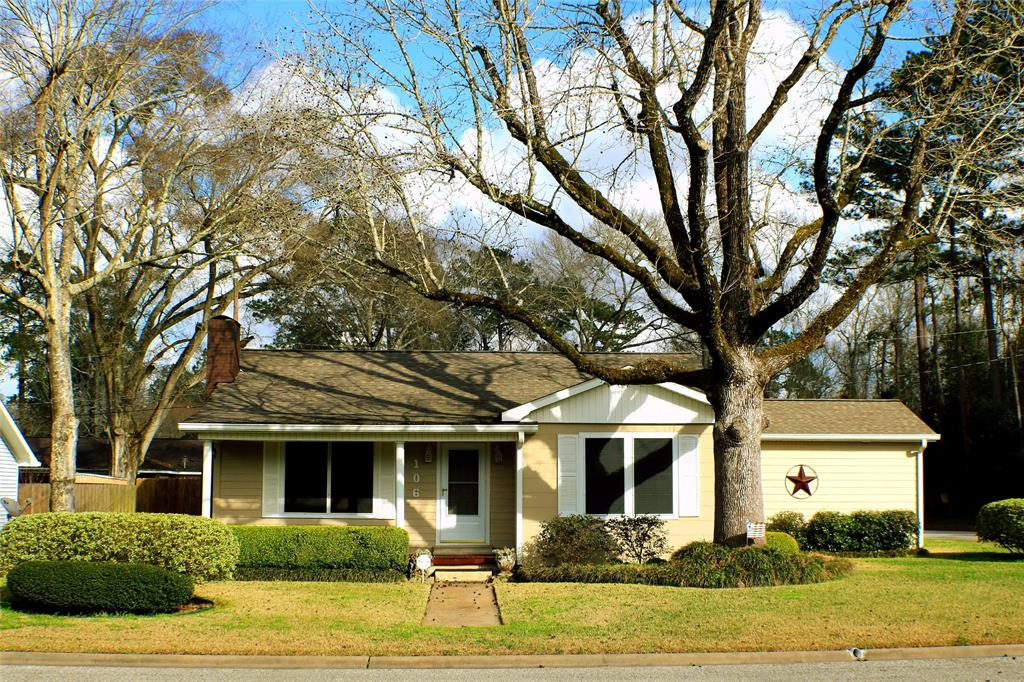 Photo of home for sale at 106 Center Street, Liberty TX