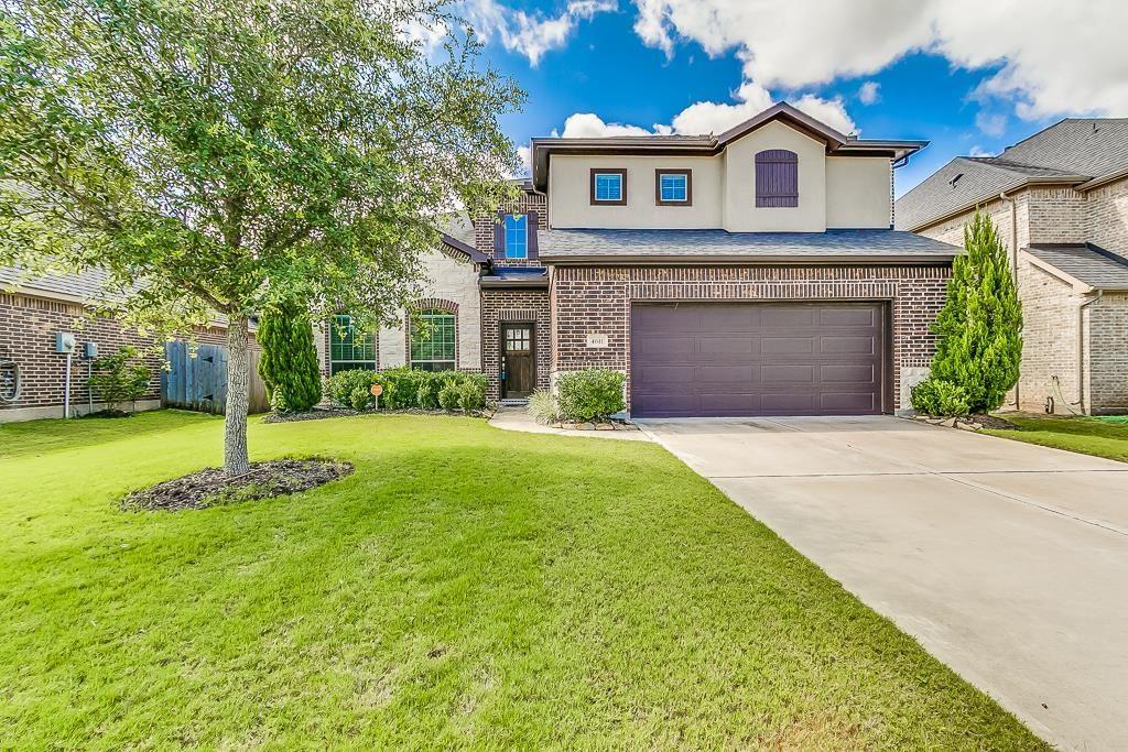 Photo of home for sale at 4611 Morning Cloud Lane, Sugar Land TX