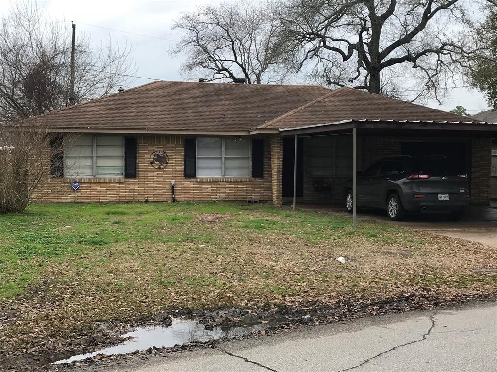 Photo of home for sale at 550 Beresford Street, Houston TX