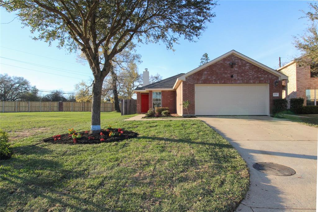 Photo of home for sale at 11838 Elizabeth Court, Pinehurst TX