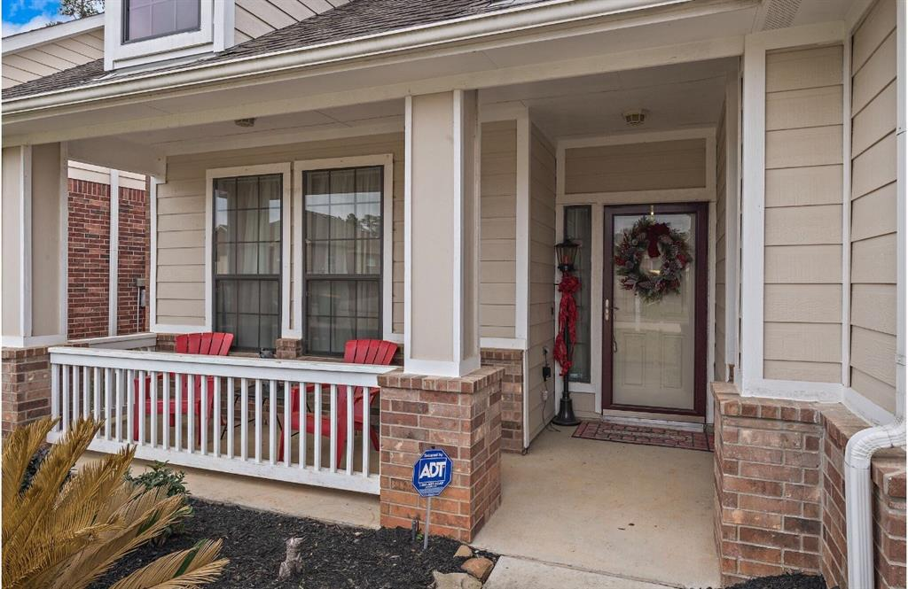 Photo of home for sale at 8018 Tarrytown Crossing Drive N, Conroe TX
