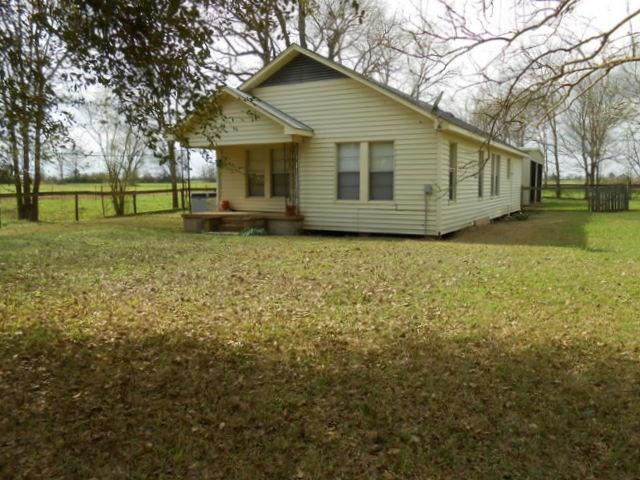 Photo of home for sale at 5761 State Highway 21, Crockett TX