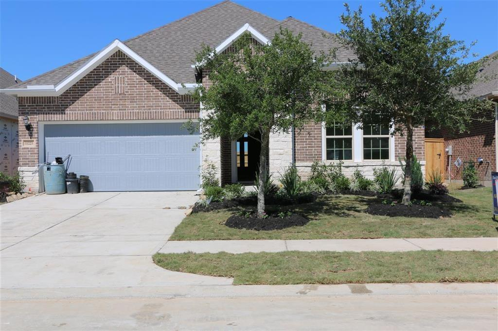 Photo of home for sale at 11223 Bluewater Lagoon, Cypress TX