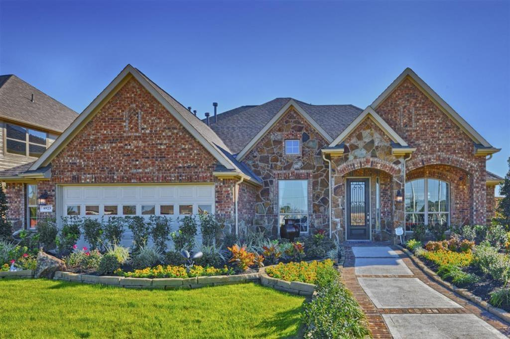Photo of home for sale at 8923 Turnberry Glen Court, Tomball TX