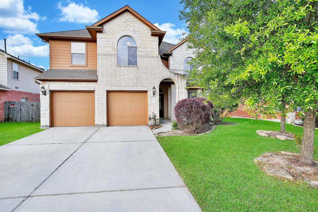 Photo of home for sale at 21320 Village Crossing Lane, Porter TX