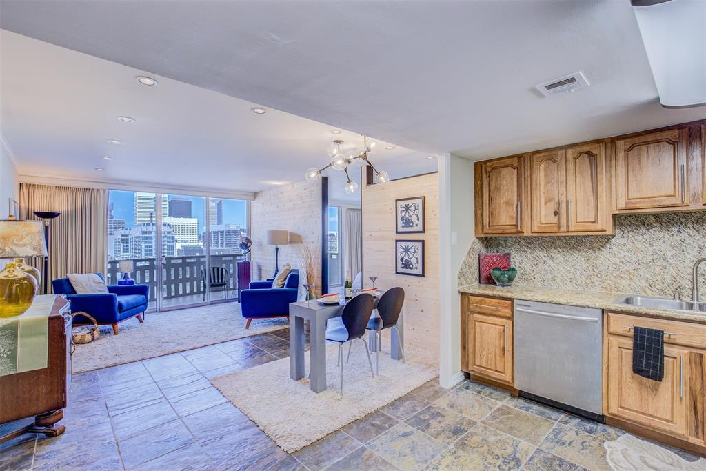 Photo of home for sale at 2016 Main Street, Houston TX