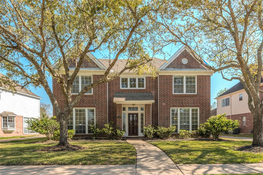 Photo of home for sale at 5115 Avondale Drive, Sugar Land TX