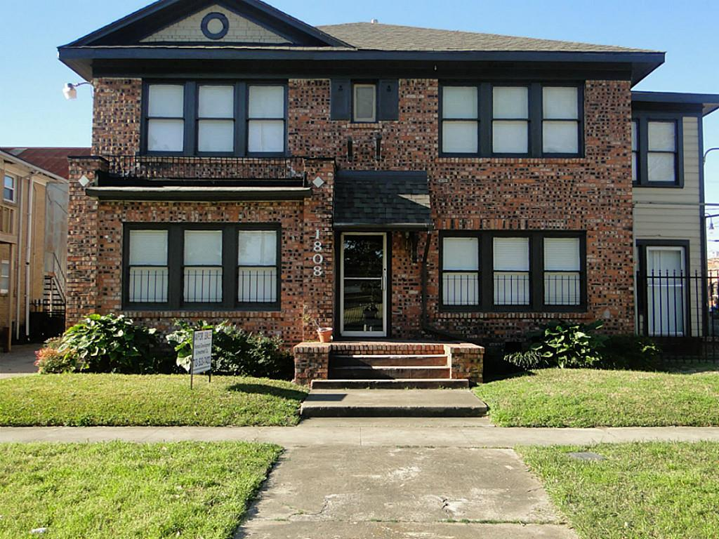 Photo of home for sale at 1808 Wheeler Street, Houston TX