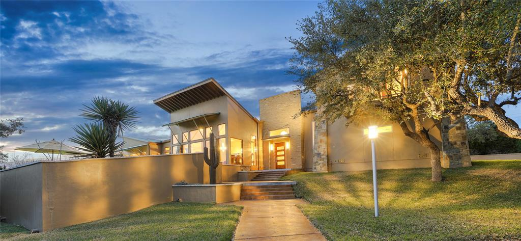 Photo of home for sale at 9419 Highlands Cove, Boerne TX