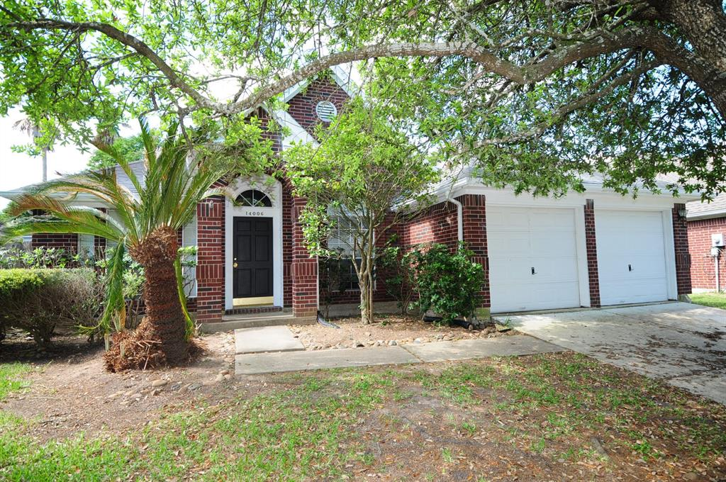 Photo of home for sale at 14006 Grand Heights Court, Houston TX