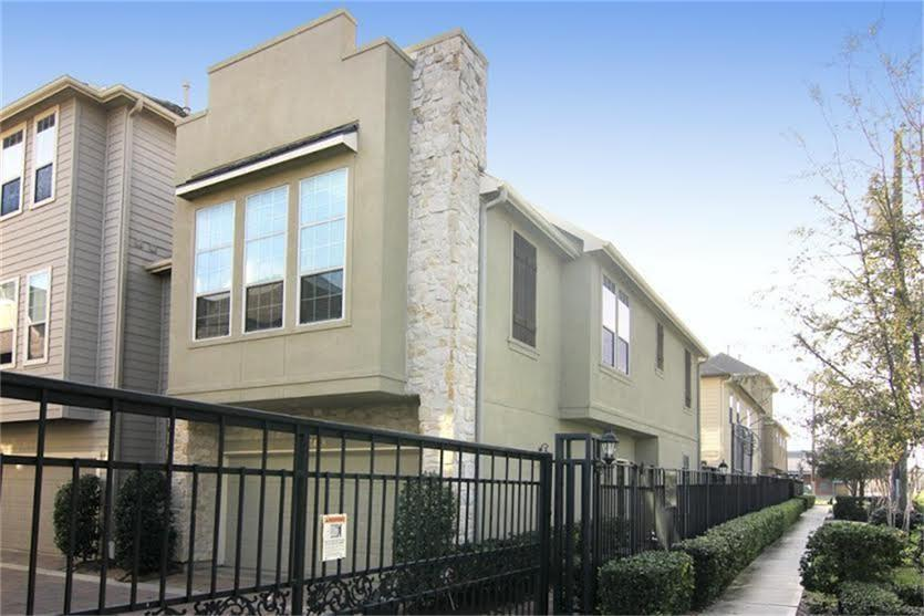 Photo of home for sale at 3428 Cline Street, Houston TX