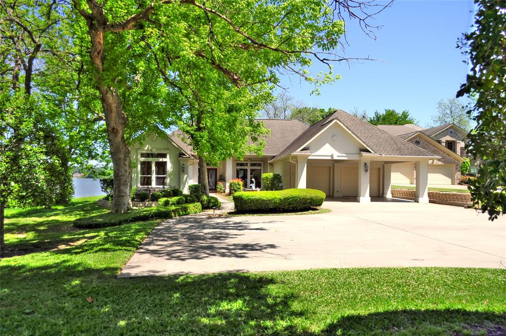 Photo of home for sale at 738 The Cliffs Court, Montgomery TX