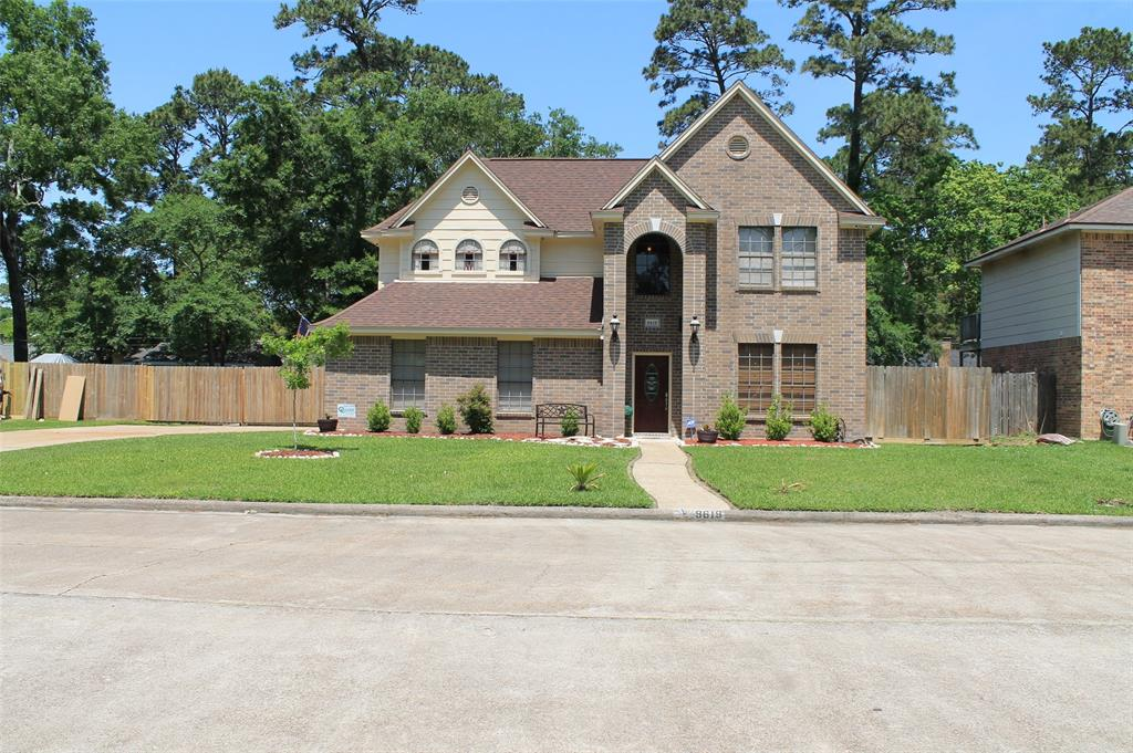 Photo of home for sale at 9619 El Chaco Street, Baytown TX