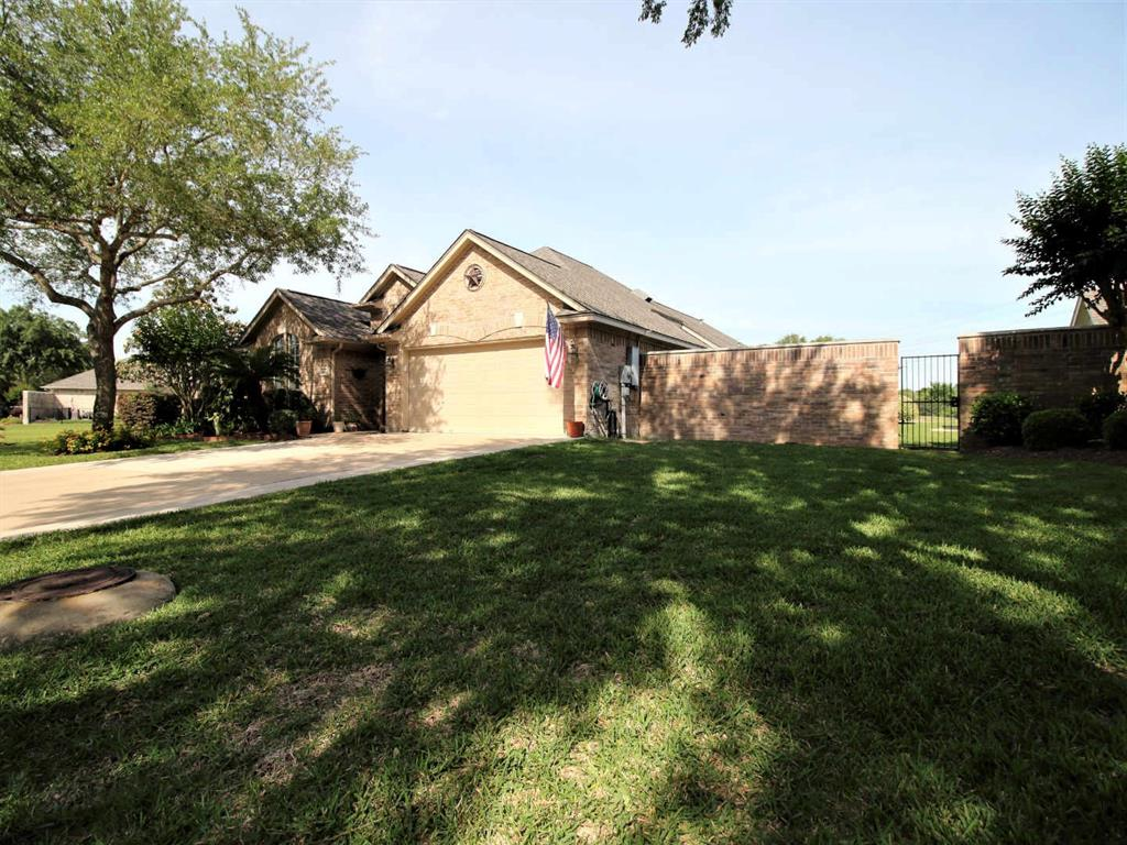 Photo of home for sale at 2315 Fairway Pointe Street, League City TX