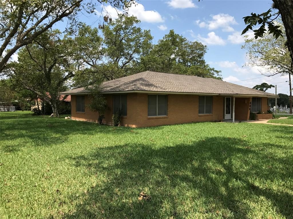 Photo of home for sale at 609 Center Street N, Weimar TX