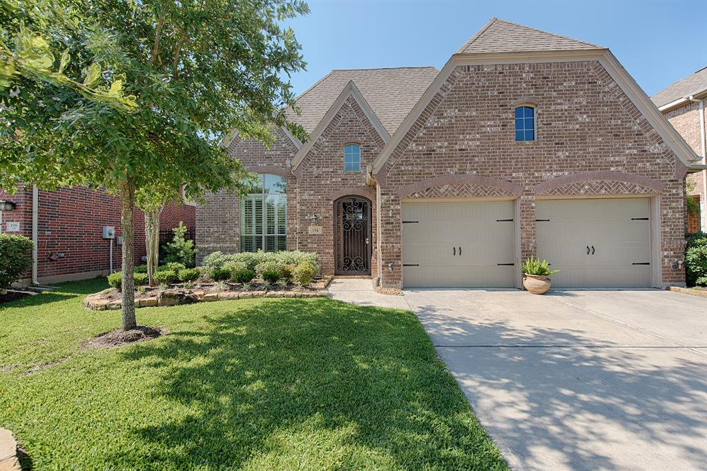 Photo of home for sale at 194 Vershire Circle N, The Woodlands TX
