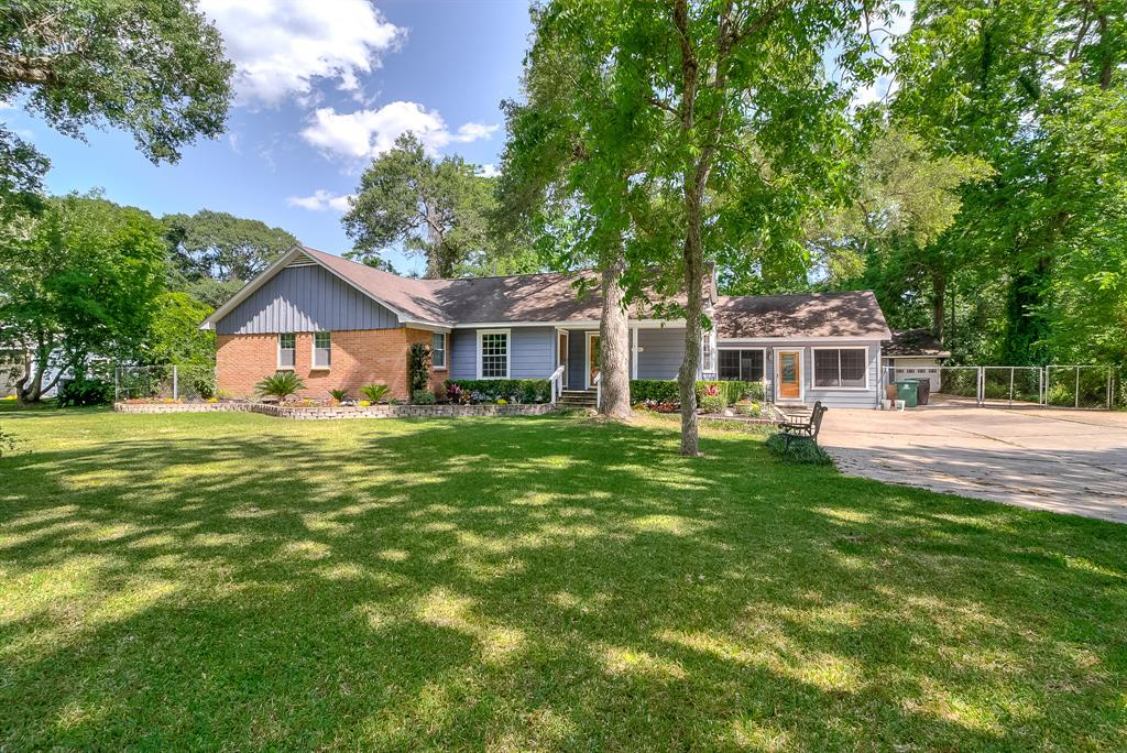 Photo of home for sale at 7080 Santa Fe Drive, Houston TX