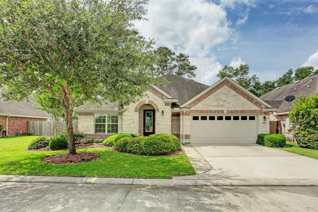 Photo of home for sale at 15223 Scenic Woodland Drive, Conroe TX
