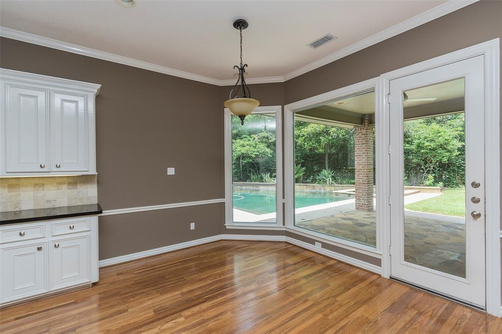 6 Edgecliff Place The Woodlands, TX 77382 - MLS #: 94337687