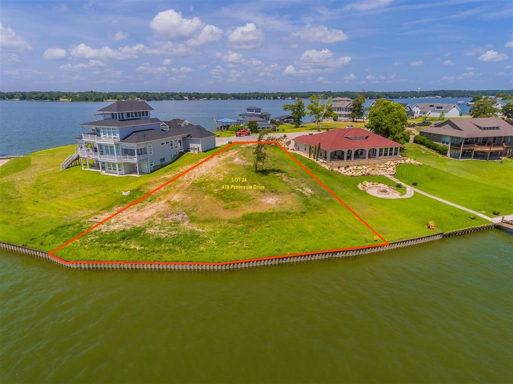Photo of home for sale at 470 Peninsula Drive, Livingston TX