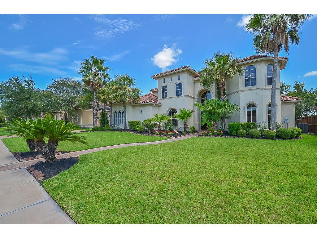 Photo of home for sale at 18811 Windsor Lakes Drive, Houston TX