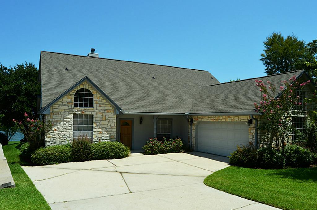 Photo of home for sale at 271 Lake Oaks Boulevard, Coldspring TX