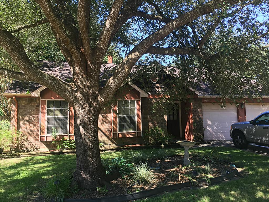 Photo of home for sale at 309 Foxtail Court, League City TX