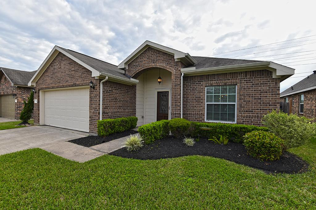 7718 Brooks Crossing Drive, Baytown, TX 77521 - Featured Property