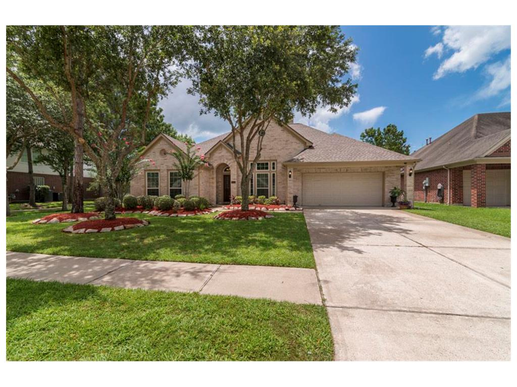 3130 Autumn Leaf Drive, Friendswood, TX 77546 - Featured Property