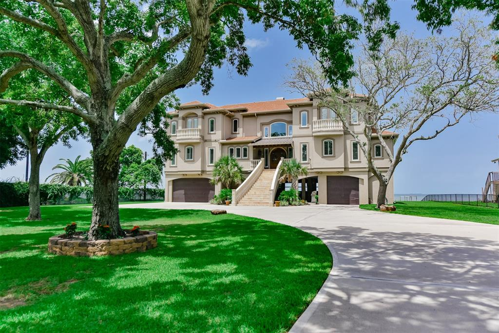 4614 W Bayshore Drive, Bacliff, TX 77518 - Featured Property