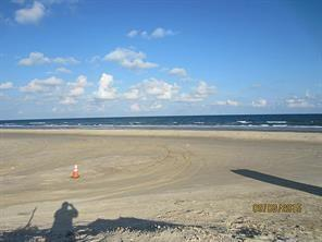 Property for sale at 106 Yucca Avenue, Surfside Beach,  Texas 77541