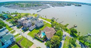 Property for sale at 203 W Shore Drive, Clear Lake Shores,  Texas 77565