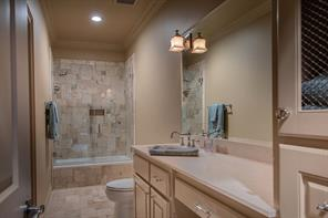 300 SADDLEBROOK LANE, TOMBALL, TX 77375  Photo