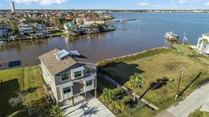 Property for sale at 2110 Cove Park Drive, Kemah,  Texas 77565