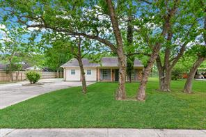Property for sale at 18610 Anne Drive, Webster,  Texas 77058