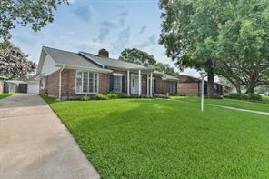 Property for sale at 18223 Nassau Bay Drive, Houston,  Texas 77058