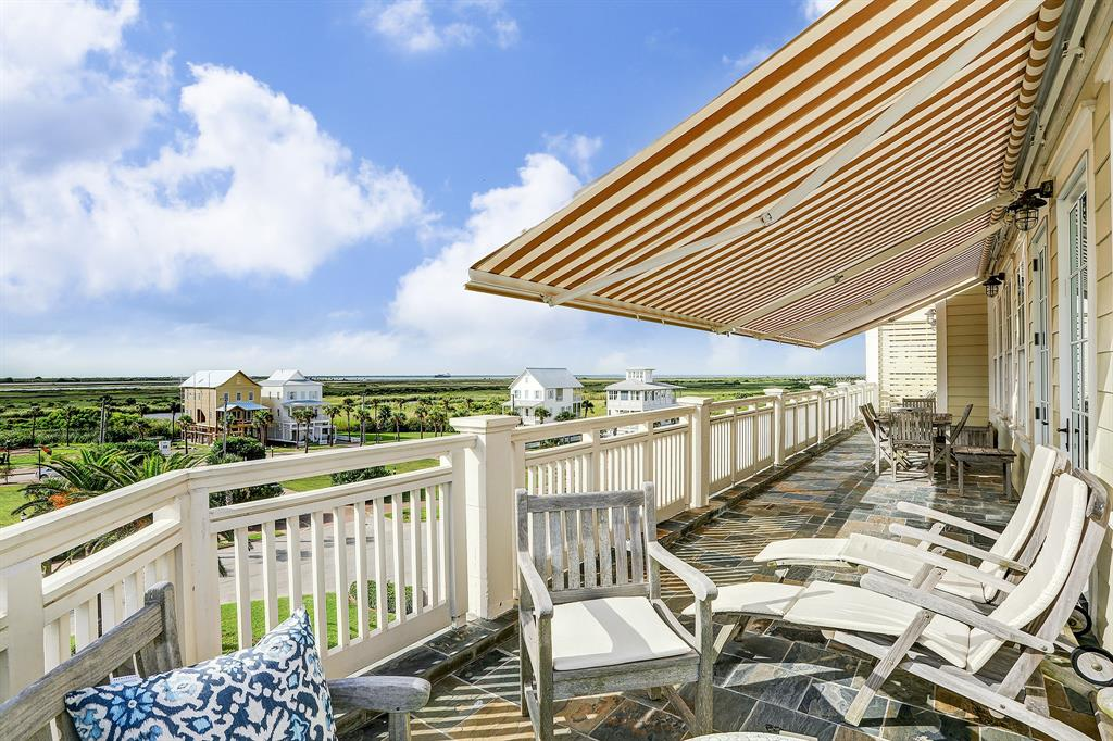 1625 E Beach Drive Galveston, TX 77550