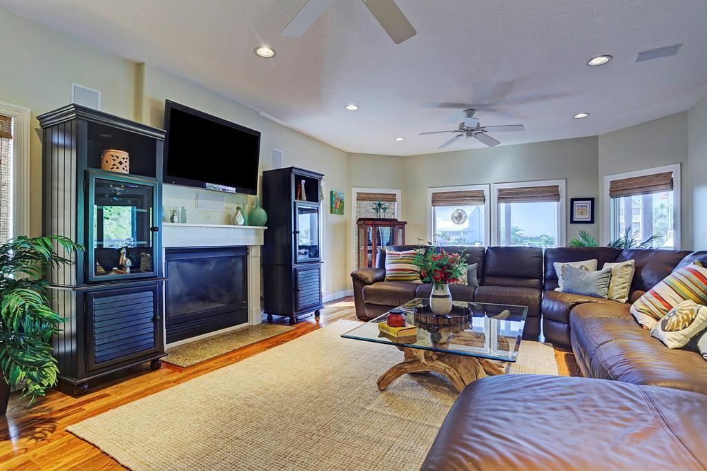 3510 Windlass Court Galveston, TX 77554