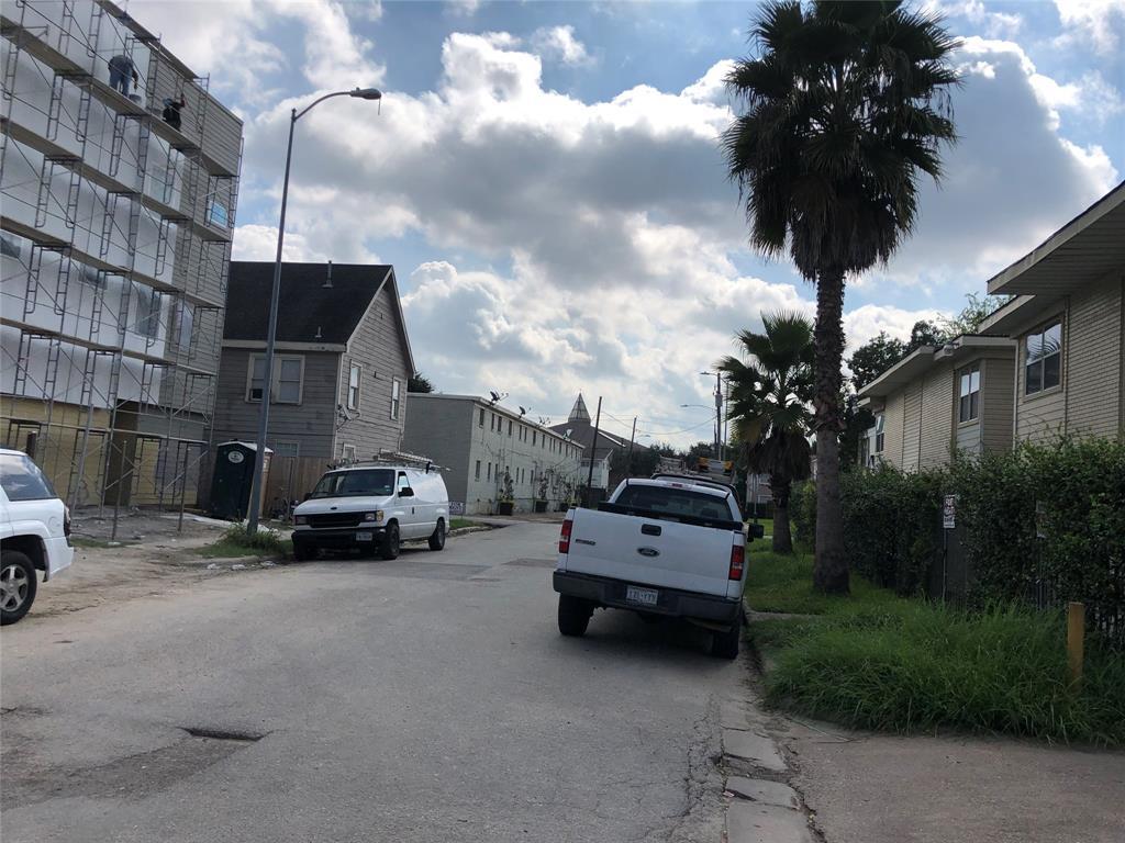 5020 Paige Street Houston, TX 77004