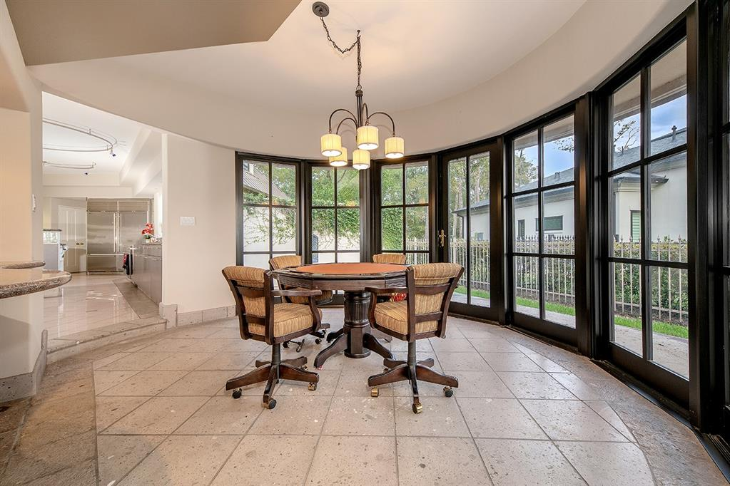 18 W Isle Place The Woodlands, TX 77381