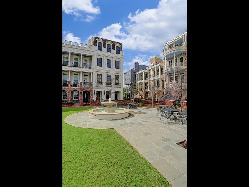 22 Crain Square Boulevard Southside Place, TX 77025