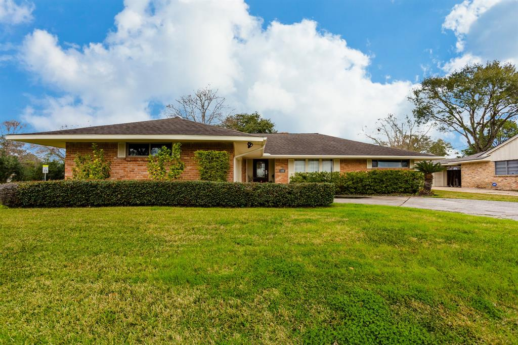 5350 Wigton Drive Houston TX  77096 - Hunter Real Estate Group