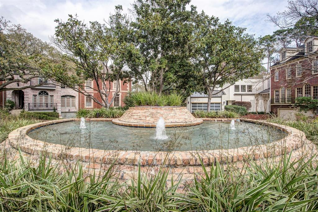 10 Pine Briar Circle Houston, TX 77056