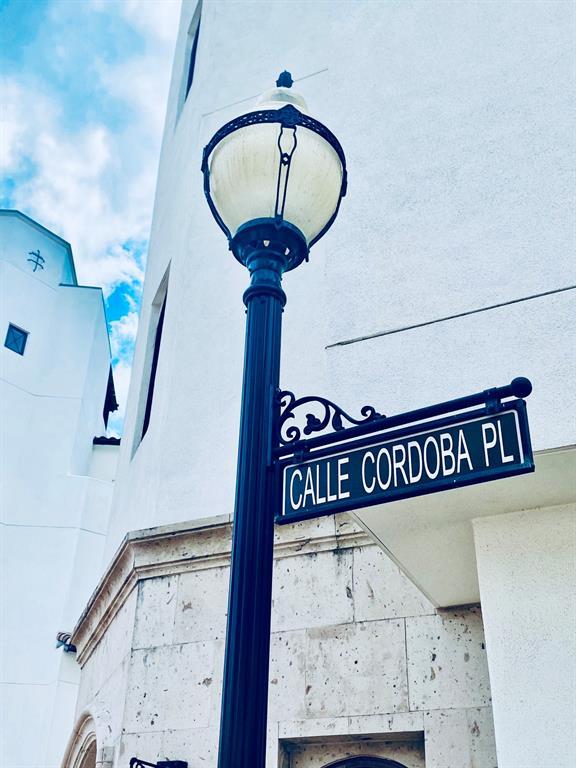 5215 Calle Cordoba Place Houston, TX 77007