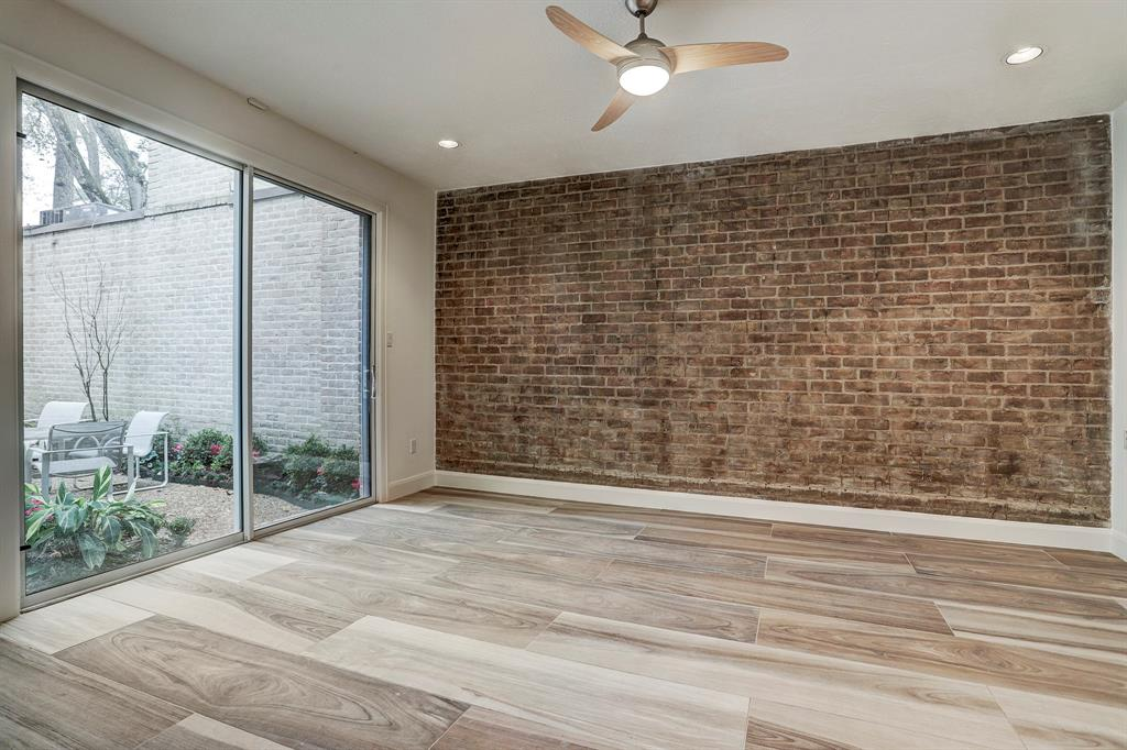 12 Bayou Shadows Street Houston, TX 77024