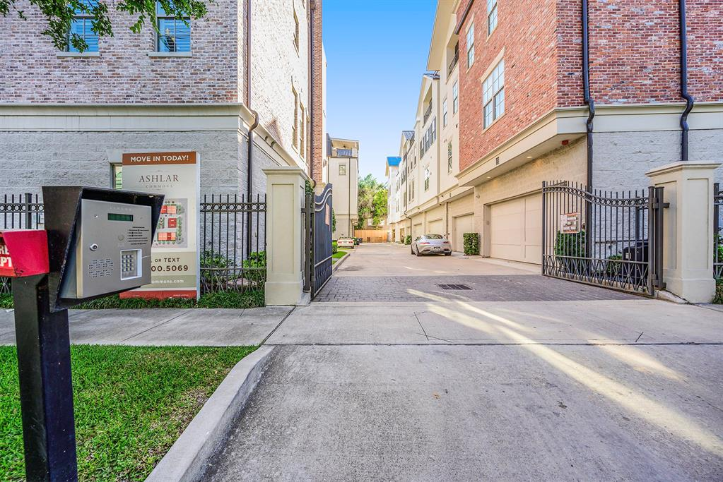 2212 Commonwealth Street Houston, TX 77006