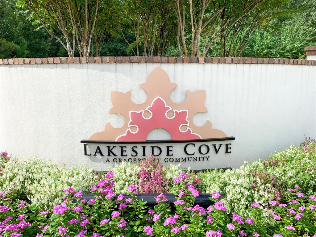 22 Lakeside Cove The Woodlands, TX 77380